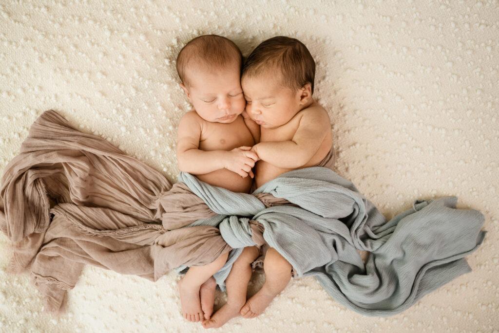 Zwillinge Newborn Babys